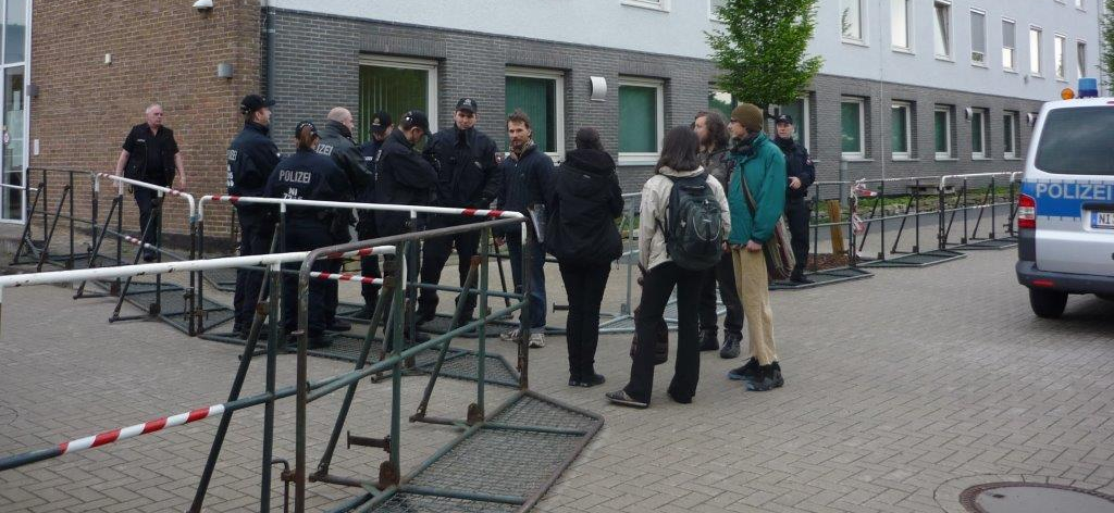 Absperrgitter vor dem Amtsgericht Nienburg